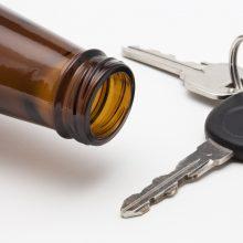 Neblaivus ir neturintis teisių vairuotojas nepabūgo sėsti prie vairo