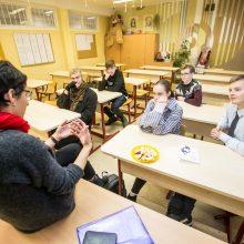 """Prie streikuojančių kolegų prisijungė VDU """"Rasos"""" gimnazija"""