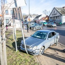 Avarija Kauno centre: susidūrė trys automobiliai, yra nukentėjusių