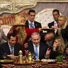 B. Netanyahu fenomenas: nuo kaltinimų korupcija saugo taikdario įvaizdis