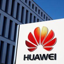 """""""Huawei"""" rengiasi bylinėtis dėl JAV draudimo valstybės įstaigoms naudoti jos gaminius"""