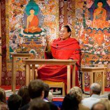 Tikrasis budizmo garsintojo gyvenimas: pinigai, cigarai ir haremas