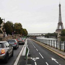 Prancūzijoje telefonu negalima kalbėti net ir sustabdžius automobilį