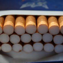 Apklausa: lietuviai neremia cigarečių pakelių standartizavimo