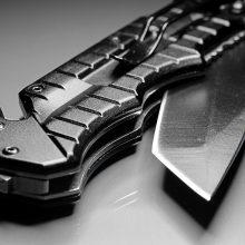 Klaipėdoje vyras trenkė moteriai ir peiliu sužalojo jos gynėją