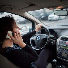 Tyrimas: 72 proc. lietuvių prisipažino vairuodami užsiimantys pašaline veikla