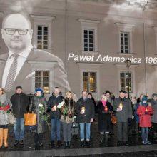 Vilnius gedi kartu su Gdansku: nuleidžiamos vėliavos