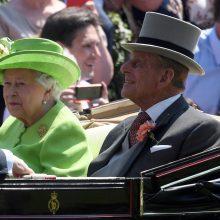Britanijos monarchės sutuoktinis paleistas iš ligoninės