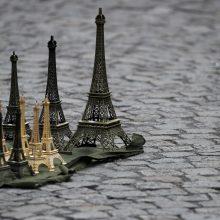 Prancūzų policija konfiskavo 20 tonų suvenyrinių Eifelio bokštų