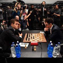 Kovoje dėl pasaulio šachmatų karūnos – vėl lygiosios