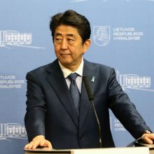 Japonijos premjeras siekia sustiprinti ryšius su vakarų Balkanais