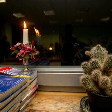 Mokyklų languose sužibo Sausio 13-osios žvakutės