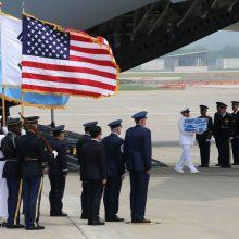 Šiaurės Korėja grąžino JAV per karą žuvusių amerikiečių palaikus