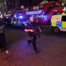 Incidentas Londone: aidėjo šūviai, evakuotos metro stotys