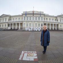 Aikštėje prie Prezidentūros – nauja šimtmečio legenda