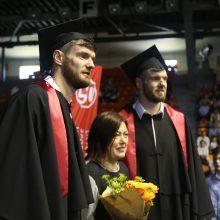 Tarp šiųmečių LSU absolventų – disko metikas A. Gudžius ir broliai Lavrinovičiai