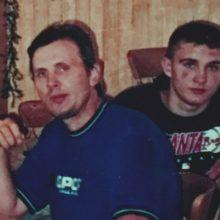 Akys: A.Juodrio sūnus Benas, šiuo metu Klaipėdoje dirbantis tatuiruočių salone, su tėvu turi ypatingą panašumą – abiejų vyrų žvilgsnių dauguma žmonių negalėdavo pamiršti.