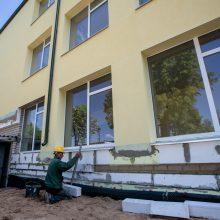 Įpusėjo: pusė Čekiškės P.Dovydaičio gimnazijos pastato jau apšiltinta.