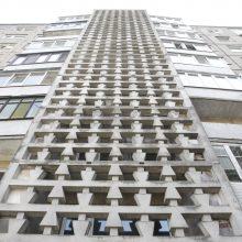 Pridergtuose balkonuose – balandžių gaišenos