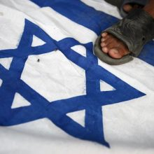 """Vakarų Krante """"teroristas užpuolikas"""" nušovė tris izraeliečius"""