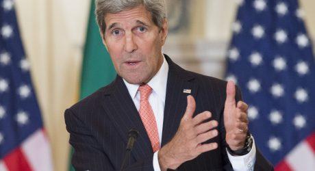 """J. Kerry: pabėgėlių antplūdis kelia """"beveik egzistencinę krizę"""" Europoje"""