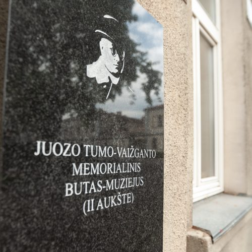 Perkelta J.Tumo-Vaižganto atminimo lenta  © Eitvydo Kinaičio nuotr.