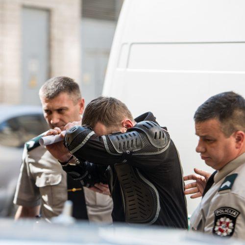 Motociklininkas Igoris Varaksinas atvežtas į teismą  © Vilmanto Raupelio nuotr.