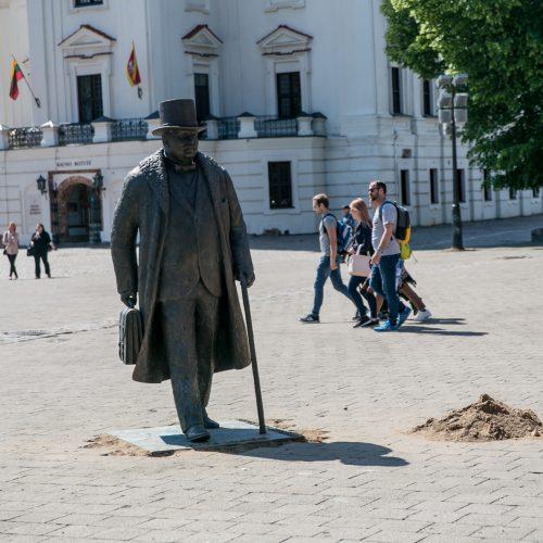 J. Vileišio paminklas perkeltas į Rotušės aikštę  © Vilmanto Raupelio nuotr.
