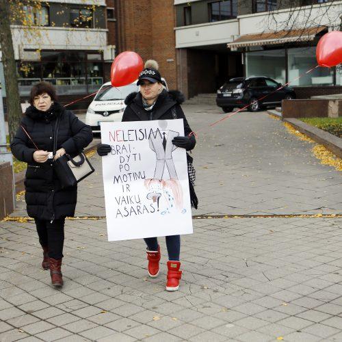 Klaipėdiečių protestas prieš vaikų paėmimą iš šeimų