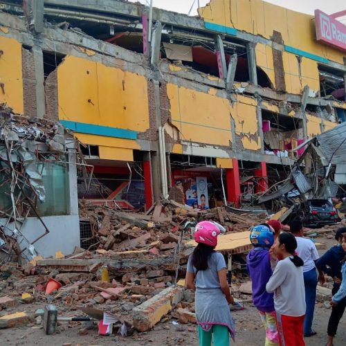 Stiprus žemės drebėjimas Indonezijoje