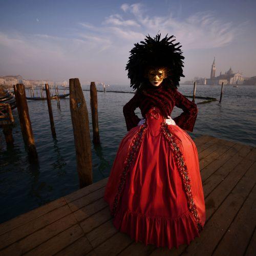 Venecijoje įsibėgėjo tradicinis karnavalas