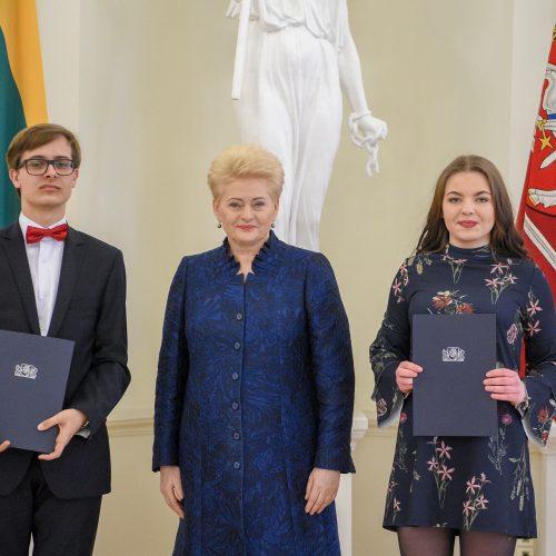 Prezidentė apdovanojo konkursuose įvertintus muzikus  © R. Dačkaus (LR Prezidento Kanceliarijos) nuotr.