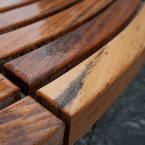 Naujų Laisvės alėjos suolų defektai  © Akvilės Snarskienės nuotr.