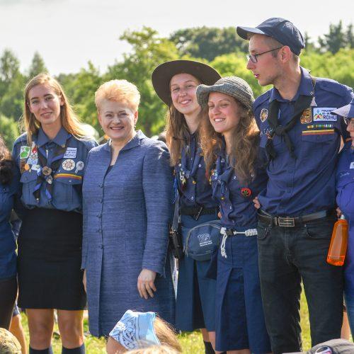 Prezidentei įteiktas garbingiausias skautų apdovanojimas  © R. Dačkaus (Lietuvos Respublikos Prezidento kanceliarijos) nuotr.