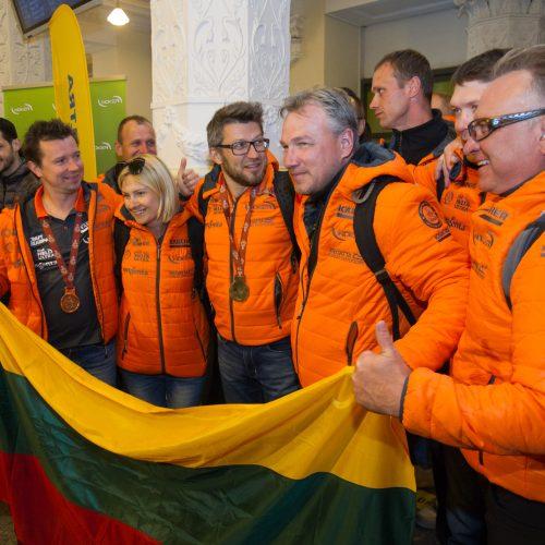 A. Juknevičiaus ir D. Vaičiulio sutiktuvės Vilniaus oro uoste  © V.Skaraičio/BFL nuotr.