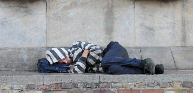 Vengrijoje įsigalioja draudimas miegoti gatvėse