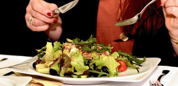 """Naujovė restorane: už nesuvalgytą patiekalą nustatė piniginę """"baudą"""""""
