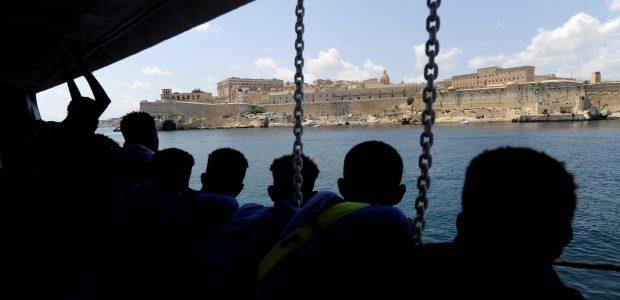 """141 migrantą išgelbėjęs laivas """"Aquarius"""" pasiekė Maltos uostą"""