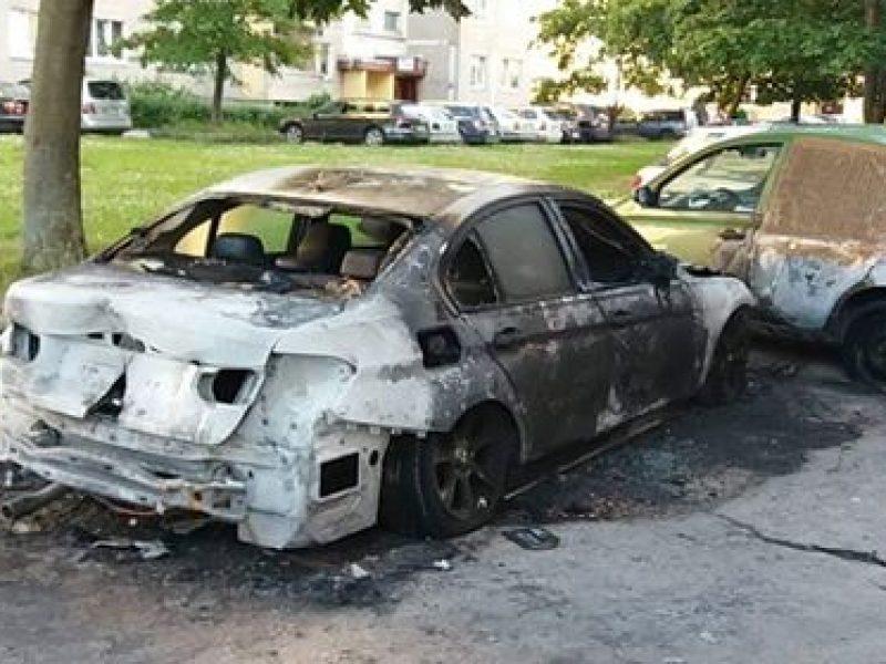 Šilainiuose degė du automobiliai, kas kaltas?