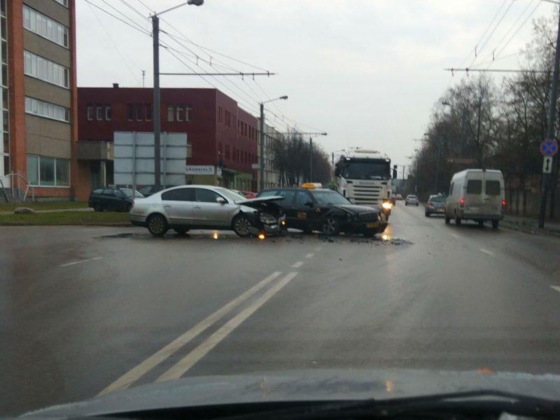 Trečiadienis Kaune prasidėjo virtine avarijų