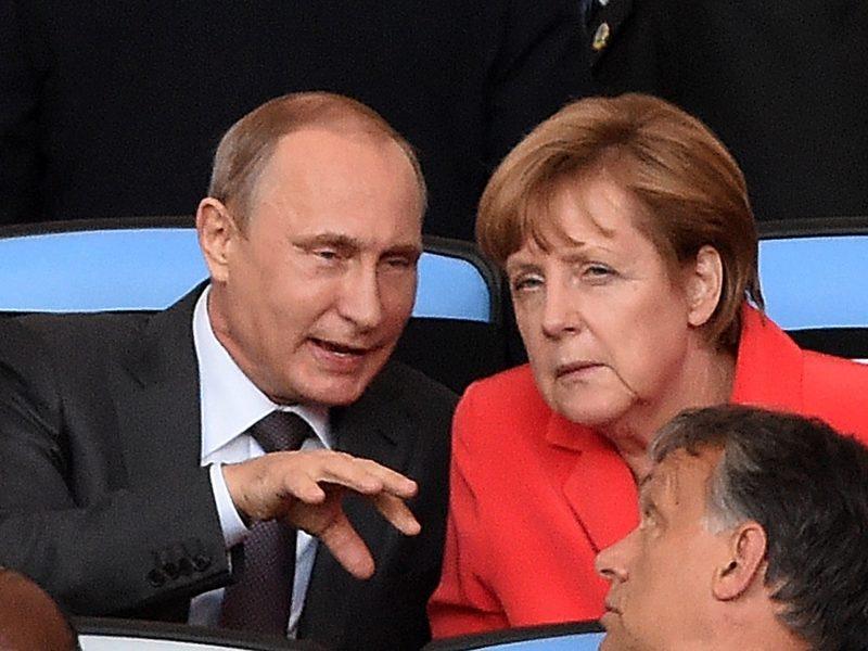 V. Putinas su A. Merkel telefonu aptarė situaciją Ukrainoje