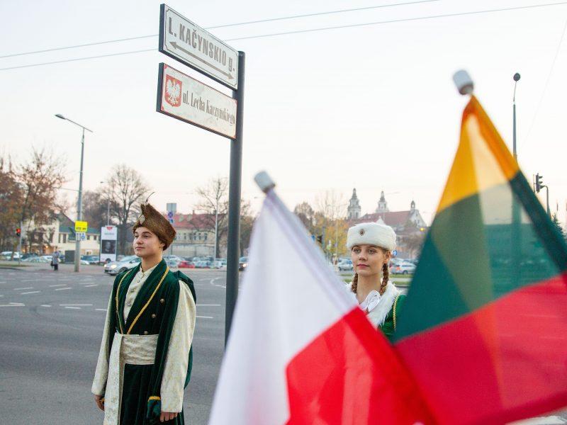 Vilniuje atidengta L. Kaczynskio vardo gatvės lentelė