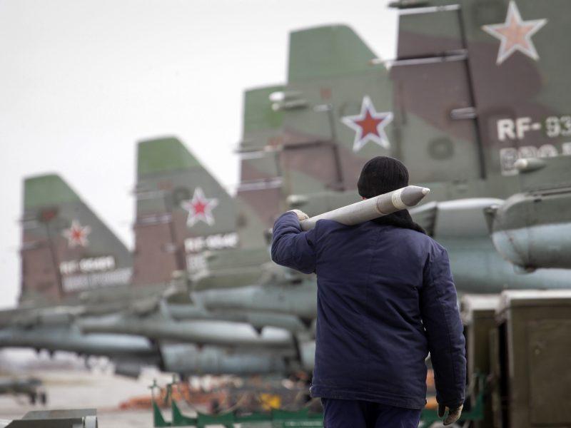 NATO naikintuvai triskart lydėjo Rusijos lėktuvus