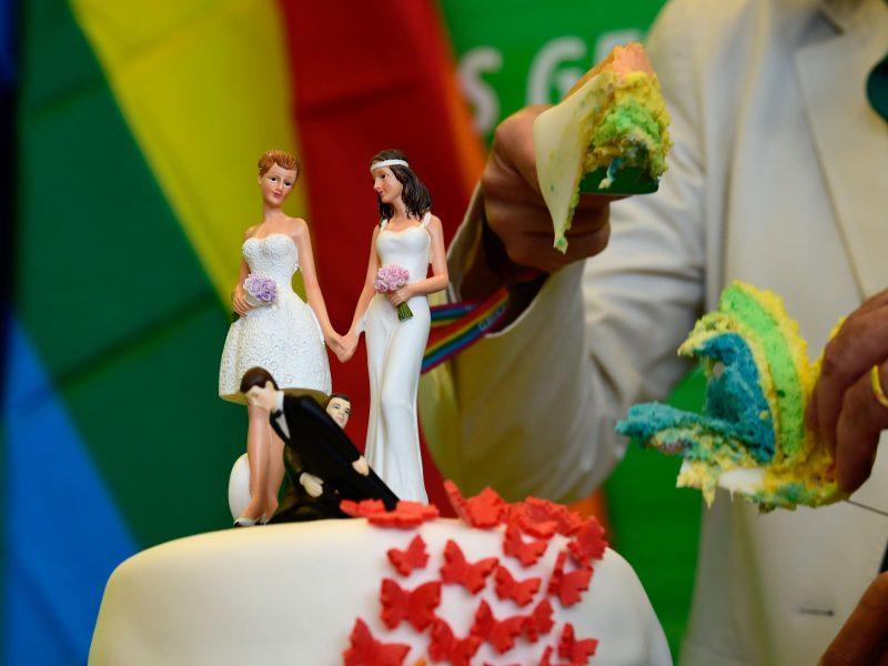 Lietuvoje bus leidžiama gyventi užsienyje susituokusiems gėjams