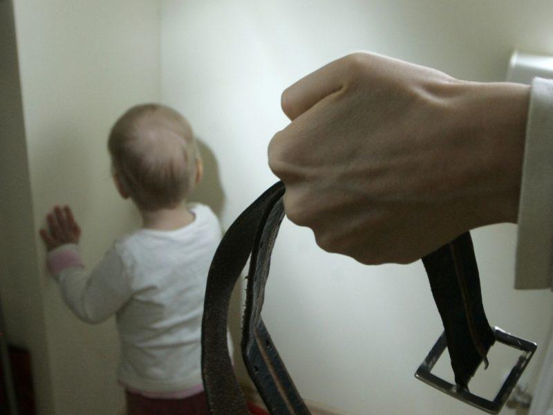 Policija gavo 6 pranešimus apie smurtą patyrusius vaikus