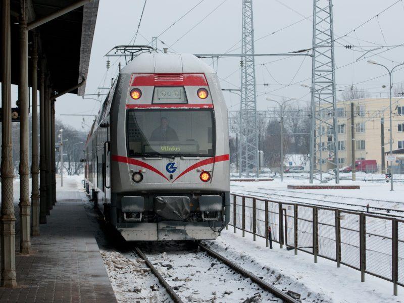 Dėl šalčio vėluoja traukiniai
