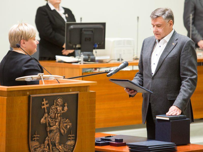 Trys Vilniaus savivaldybės liberalai svarsto trauktis į opoziciją