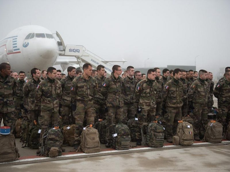 NATO bataliono kovinėje grupėje tarnybą pradeda prancūzų kariai