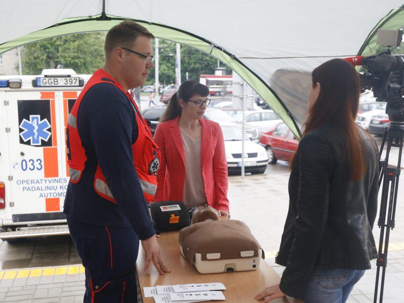Skubi pagalba: savivaldybėse atsiras nauji defibriliatoriai ir turniketai