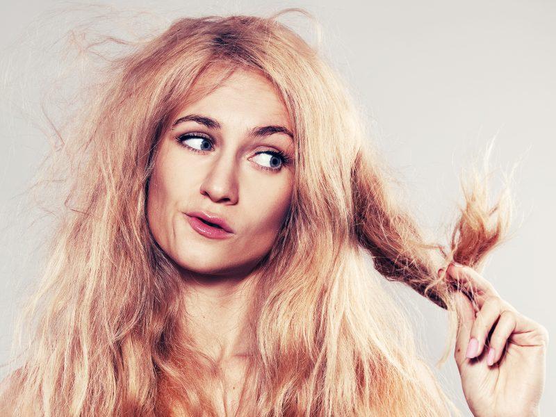 Kirpėjos verdiktas: po atostogų neprižiūrėtus plaukus teks nurėžti